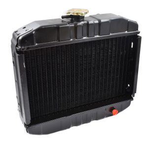RADIATOR ISEKI TU Iseki TU: TU120 TU125 TU127 TU130 TU135 TU137 TU140 TU145 TU147 TU150 TU155 TU157 TU160 TU165 TU167 TU170 TU175 TU177 Dimensions: Width: 420mm Height: 365mm (without the filler cap) Thickness: 100mm Connection top: 29mm - 1544 102-210-10 / 1544-102-2101-0 / 154410221010 1575-102-200-00 / 1575-102-2000-0 / 157510220000